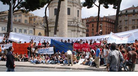 Gli archeologi manifestano a Roma