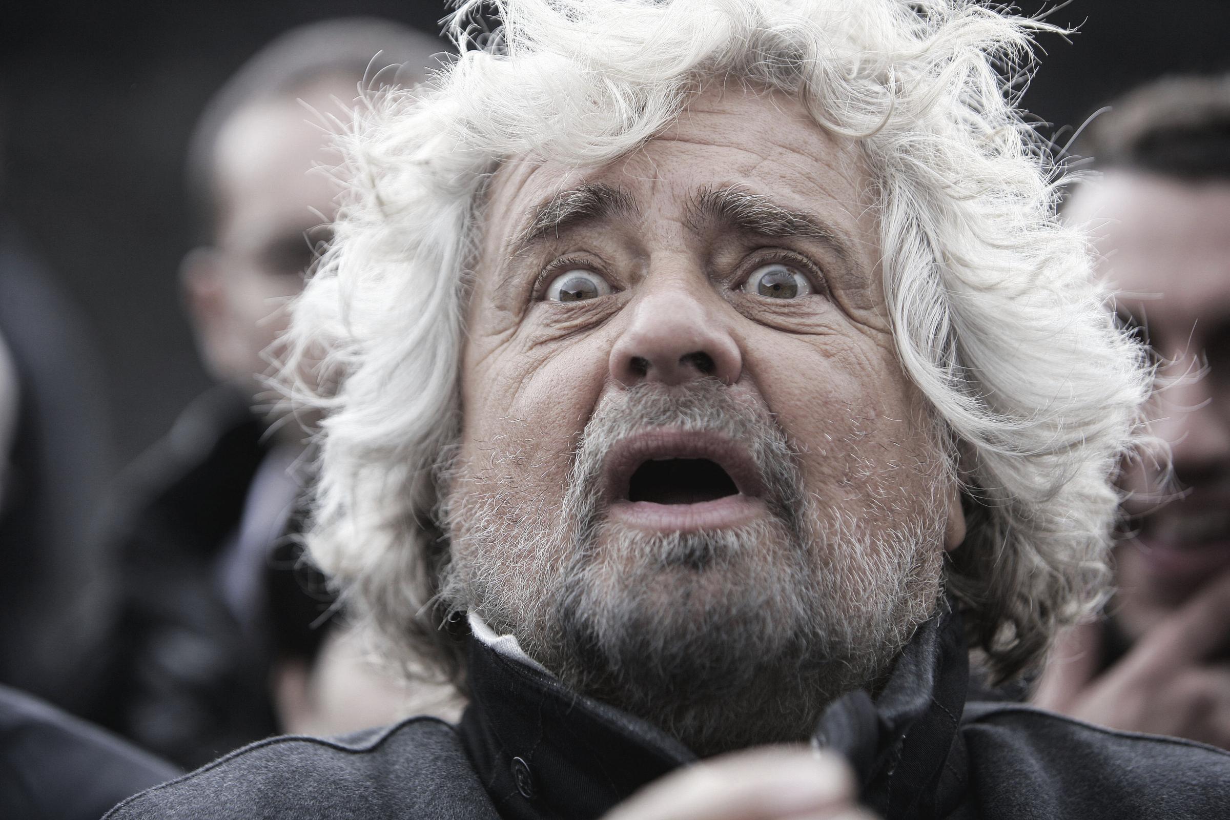 Beppe Grillo sull'Etna, comizio a 2000 metri