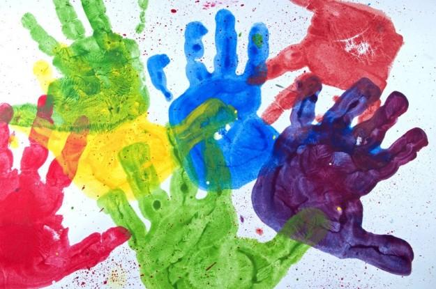 dipinto-con-le-mani-come-regalo-per-il-papa