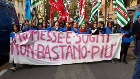 Protesta lavoratrici del tessile a Nuoro